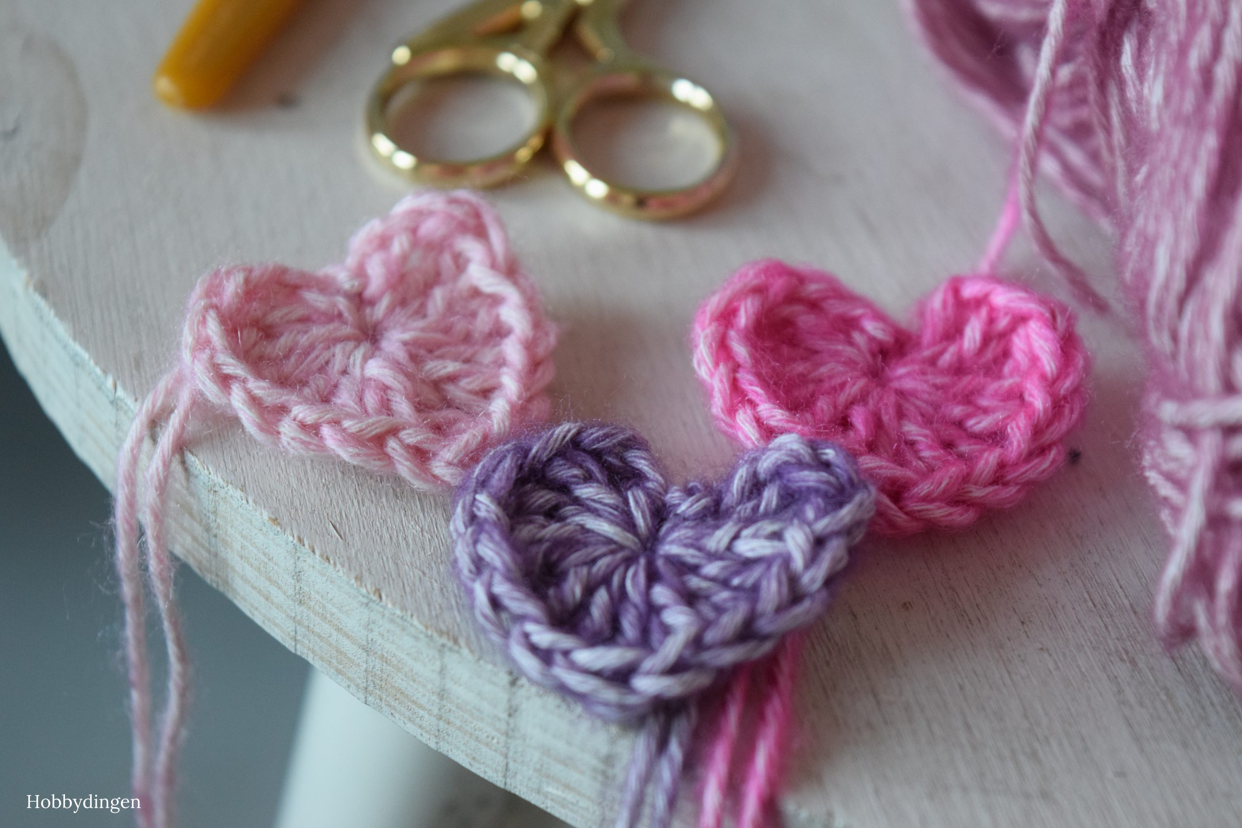 Free Crochet Pattern Hearts for Valentine's Day - Hobbydingen.com