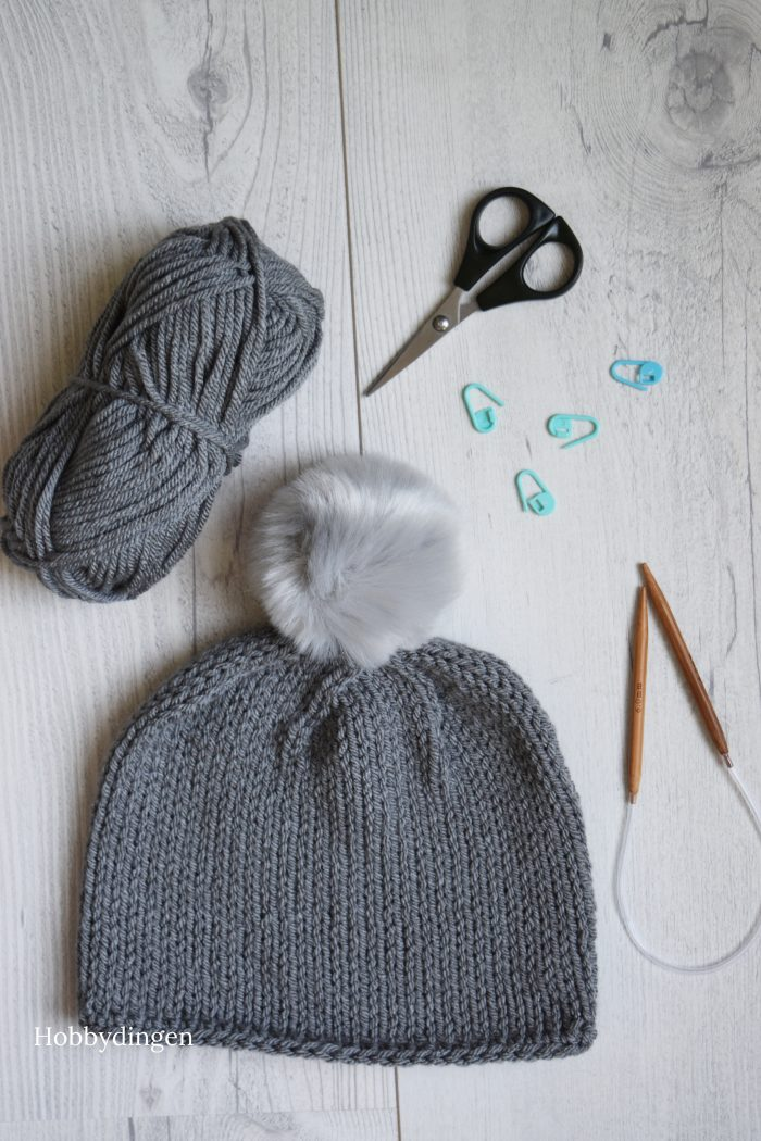 Knitting Winter Items in the Summer: Simple Grey Beanie - Hobbydingen.com
