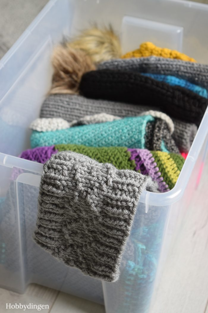 Box Full of Handmade Winter Goodies...... Knit and Crochet - Hobbydingen.com