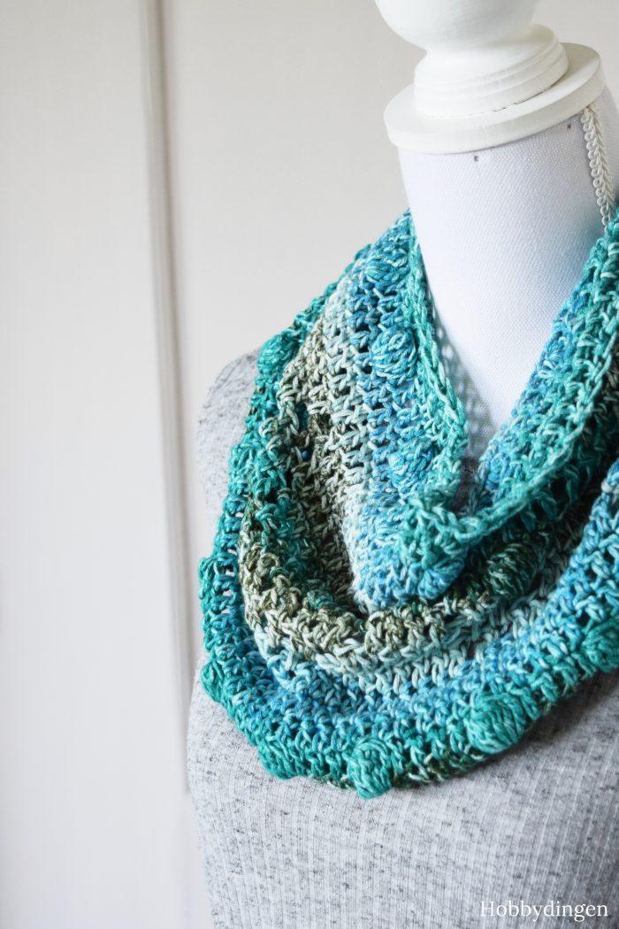 Crochet Pattern: Shades of Blue Cowl - Hobbydingen.com