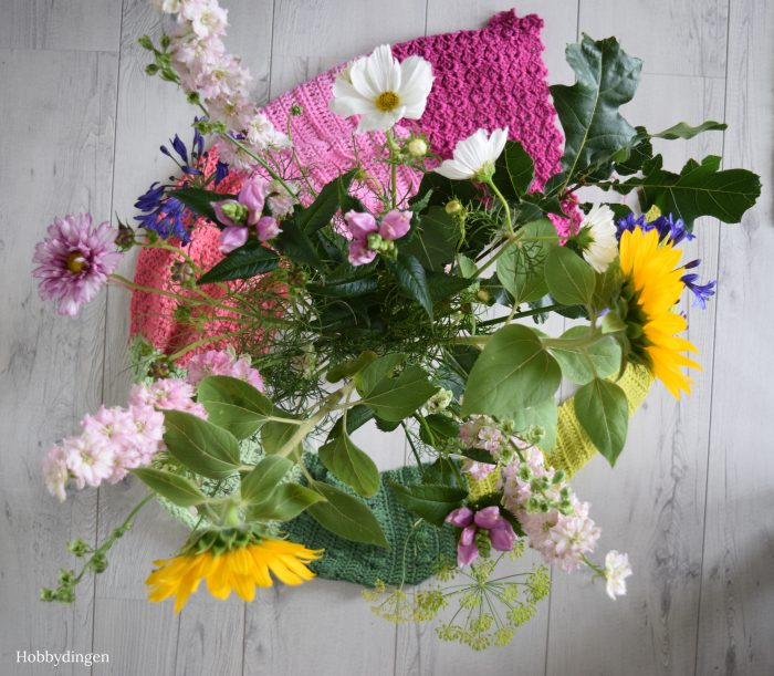 Crochet Pattern: The Flower Fields Shawl - Hobbydingen.com