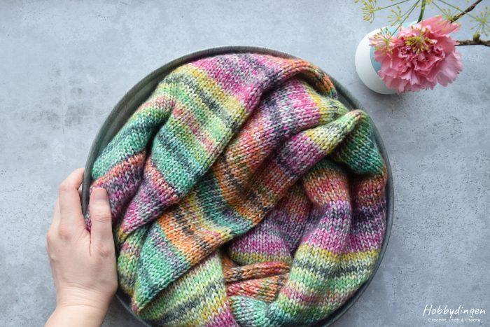 Knitting Pattern Colorful Stripes Infinity Scarf - Hobbydingen.com