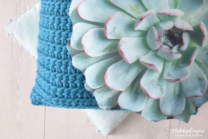 Textured Crocheted Pillow 'Love Wool' - Hobbydingen.com