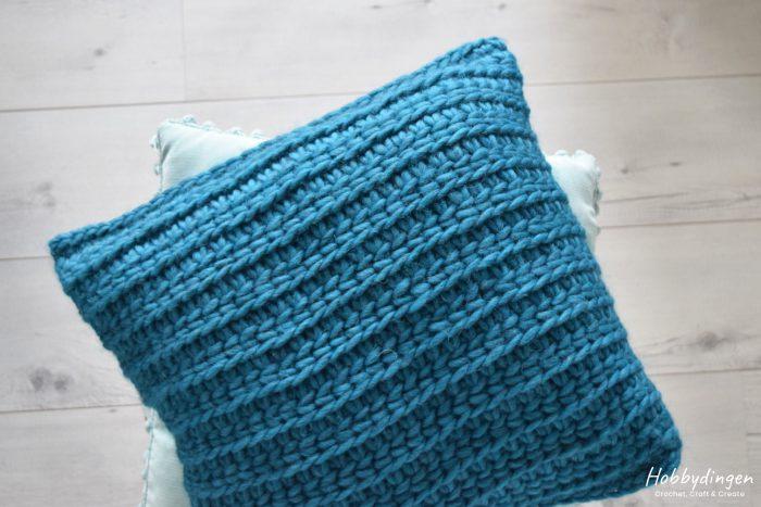 Tunisch Haakpatroon Kussen 'Love Wool' - Hobbydingen.com