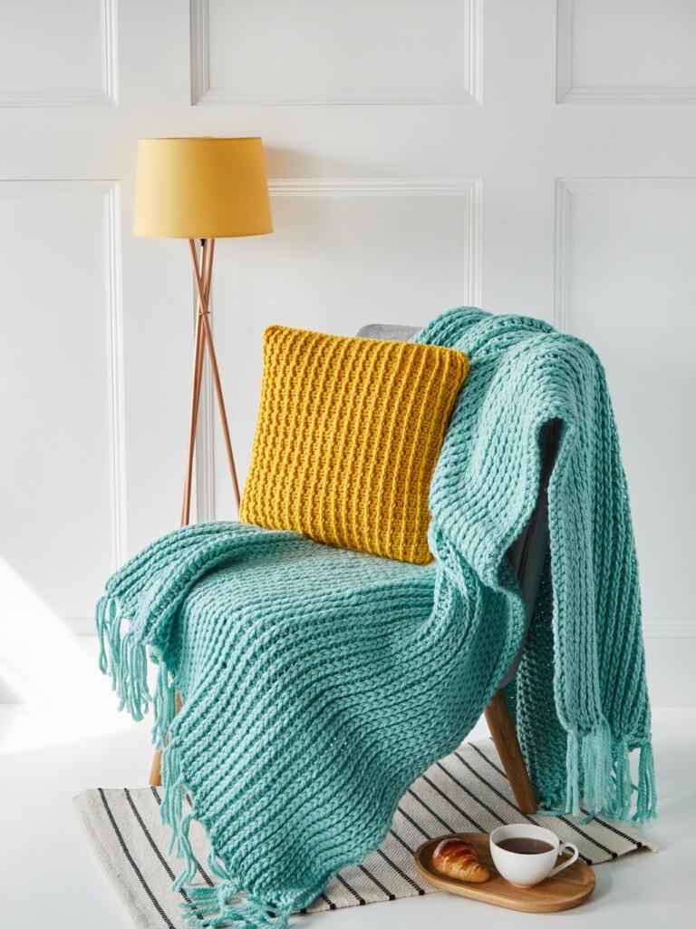 Crochet Patterns Lovely Hasty Home Set - Textured Cushion and Super Chunky Blanket - Hobbydingen.com