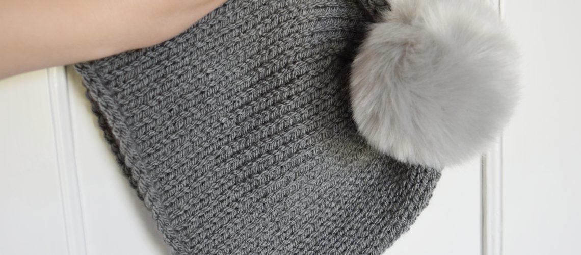 Knitting Winter Items in the Summer: Simple Grey Beanie - Hobbydingen.com