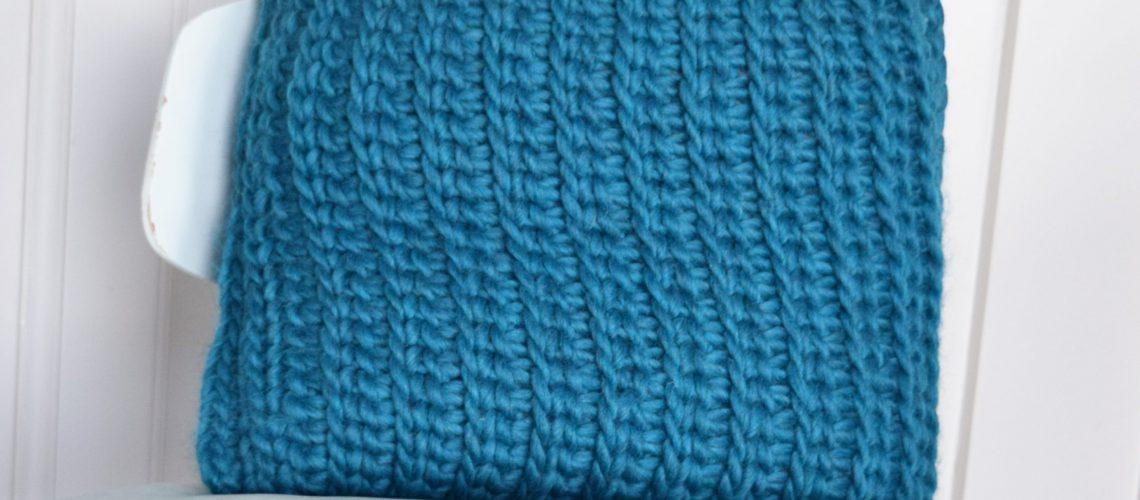 Tunisian Crochet Pattern Pillow 'Love Wool' - Hobbydingen.com